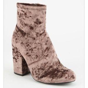 Steve Madden Gaze Boots in Women